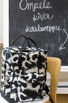 Lovely backbag by finnish Diy Sewing Projects, Sewing Tutorials, Sewing For Kids, Diy For Kids, Diy Backpack, Diy Bags Purses, Diy Dress, Sewing For Beginners, Diy Accessories