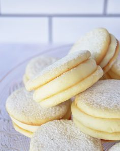 Citroen alfajores - picture for you Mexican Food Recipes, Sweet Recipes, Cookie Recipes, Dessert Recipes, Decadent Cakes, Sweet Cakes, Restaurant Recipes, Cookies, Bakery