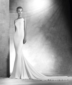 Vanila, robe de mariée ornée de pierres fines, décolleté bateau, style élégant