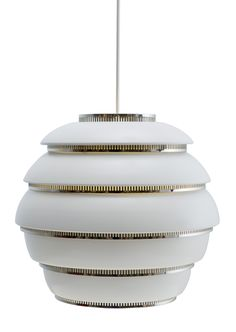 The Beehive Pendant Light is by the Finnish brand Artek. This stunning light is available in brass or chrome finishes. Outside Light Fixtures, Ceiling Light Fixtures, Ceiling Lamp, Alvar Aalto, Outdoor Wall Lantern, Outdoor Wall Lighting, Home Lighting, Lighting Ideas, Scandinavian Pendant Lighting