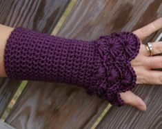All you need to know about fingerless gloves crochet pattern fingerless gloves crochet pattern crochet fingerless gloves pattern ZKQXEAO Crochet Motifs, Crochet Art, Crochet Crafts, Crochet Projects, Free Crochet, Crochet Patterns, Hat Patterns, Peacock Crochet, Knitting Patterns