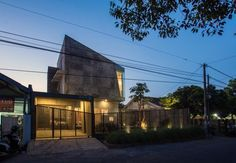 Gallery of Rumah Miring / Andyrahman Architect - 15