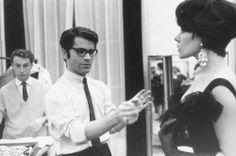 Karl Lagerfeld: Lagerfeld ist bekannt für seine Disziplin. Das Foto zeigt ihn Anfang der Sechziger Jahre als künstlerischen Direktor in Paris.