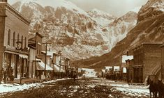 Butch was looking for excitement and in the summer of 1884 he turned up in the boisterous, rough and tumble mining town of Telluride. Ghost Towns In Colorado, Old Western Towns, Old West Photos, Background Vintage, Vintage Backgrounds, Telluride Colorado, Vintage Ski, Historical Pictures, Old Pictures