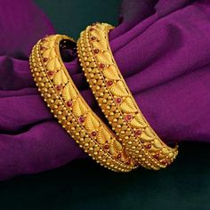Fancy Wedding Bangles Design in India at Round & Bold. Choose from a wide range of formal bangles especially designed for the working women to suit all office looks. Gold Bangles Design, Gold Jewellery Design, Gold Jewelry, Fine Jewelry, Gold Necklace, Bridal Jewelry, Handmade Jewellery, Gold Bangles For Women, Jewellery Shops