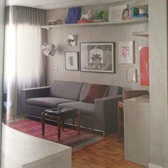 @carlosnavero | @casaejardim #detail#decor#arquitetura#grey#breton#bykamy#sulvinil#arte#colors#red#carmelagross#gilvansamico#ledacatunda#drawing#design #casaejardim