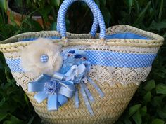 Modelo Nube Azul pequeña Fashion Bags, Fashion Accessories, Hessian Bags, Beach Basket, Lace Bag, Diy Sac, Basket Crafts, Embroidery Bags, Basket Bag