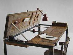 Schreibtisch aus alten Schranktüren