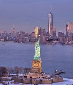 NYC - Statue of Liberty & One World Trade