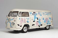 Pull & Bear contacted four international artists with a challenge – to unleash their creativity using the bodywork of four Volkswagen vans as a canvas. Volkswagen Transporter, Transporteur Volkswagen, Vw T5, T5 Transporter, Vw Camper Bus, Pull & Bear, Vans Vw, Vehicle Signage, Vehicle Branding