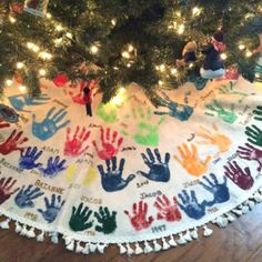 Watch the kids grow with this Tree Skirt Hand-print Tradition. 25 Christmas Traditions to start right now and pass down for years to come on Frugal Coupon Living. 25 Christmas Traditions to start right now and pass down for years to come. Christmas Activities, Christmas Projects, Holiday Crafts, Holiday Fun, Baby Christmas Crafts, Toddler Christmas, Christmas Gifts For Family, Christmas Crafts For Kids To Make Toddlers, Traditional Christmas Gifts