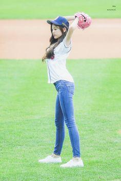 Little Girl Leggings, Girls Leggings, Girls Jeans, Kpop Girl Groups, Kpop Girls, Seungyeon Kara, Korean Girl Photo, Pre Debut, Yu Jin