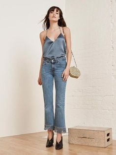 Idée Tenue Day to night : Top: cami grey jeans blue jeans frayed denim bag gold bag shoes black shoes high heels