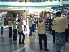 2 things that should never go together. Old people & flash mobs. This is painful to watch & so NOT a flash mob.