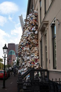 Books spilling out of Meermanno Museum (The Book House), The Hague - by Alicia Martin
