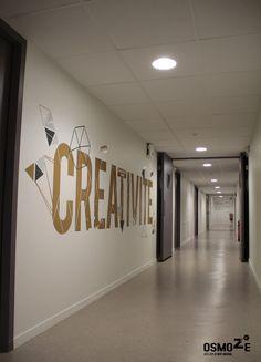 Décoration murale > Signalétique > Ecole Universite ISCOM > Couloir marquage contemporain