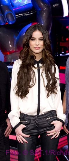 Loves her hair Lena Meyer-Landrut (today on SAT1 -the Voice of Germany ;)