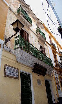 Generación del 27. Casa natal del poeta Luis Cernuda en el número 6 de la antigua calle de Conde de Tojar, actualmente calle Acetres, en Sevilla.
