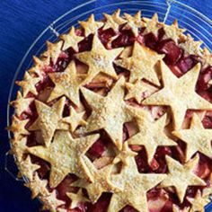 Apple, Rhubarb, and Raspberry Pie with Almond Star Crust Crisp, tart fruit goes into this festive July dessert that sports a nontraditional piecrust. Use different-size cookie cutters to create the topping, then cut out smaller stars to edge the pie. Rhubarb Desserts, Rhubarb Recipes, Köstliche Desserts, Pie Recipes, Delicious Desserts, Dessert Recipes, Yummy Food, Rhubarb Pie, Plated Desserts