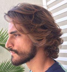 men's medium wavy balayage hairstyle