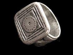 Anillo Mapuche Artesanal Brass Jewelry, Skull Jewelry, Jewelry Art, Jewlery, Fashion Jewelry, Native American Children, Hippy Chic, Berber, Argentine