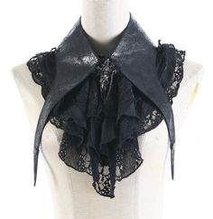 Jabot noir avec dentelles et croix crâne élégante aristocrate gothique S-113