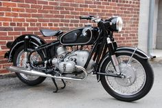 Dream motorcycle. I would love to own this thing. BMW R50