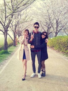Exo's Chanyeol with his sister and mother :) The background makes me remember a particular park in Seoul....