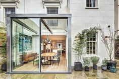 Victorian Semi-Detached House with Modern Steel and Glass Rear Extension - London, England Venice House, London House, London Townhouse, Glass Extension, Rear Extension, Extension Ideas, Extension Google, Brick Architecture, Interior Architecture