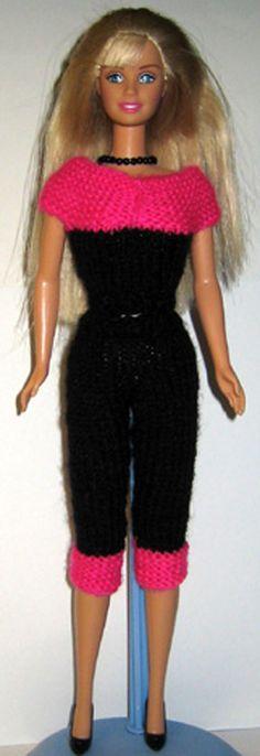 Barbie er klar til sommer i dette fine sæt med top og stramme bukser Barbie Clothes, Barbie Dolls, Doll Patterns, Knitting Patterns, Crochet Clothes, Diana, Glamour, Dresses, Fashion