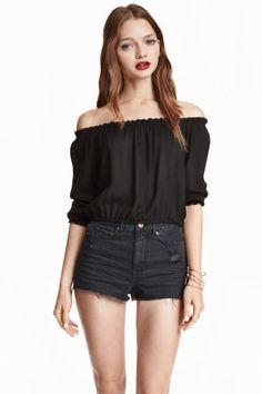 Blusa corta hombro descubierto: Blusa hasta la cintura de estilo bohemio en tejido crepé. Elástico en la parte superior, en el bajo y en los puños.
