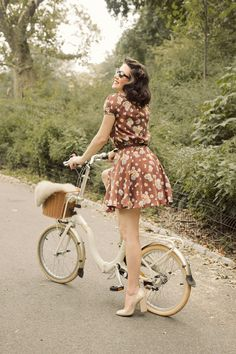 I love fashion! I love clothes! I really like vintage clothes, so in my closet there's a lot of '50s stuff. I go to the stores and shop around. -Elle Fanning