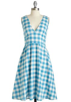 Modcloth Pretty as a Picnic Dress, $100; modcloth.com     - ELLE.com
