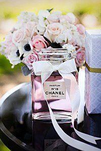"""décoration de table sur le thème """"Paris"""" Chanel , plus qu'une marque de haute couture :p"""