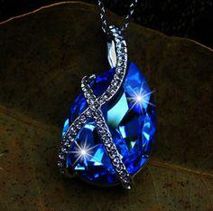 Pendentifs, boucles d'oreille, bracelets, colliers. De la couleurs et de l'éclat.