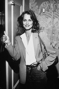 Style Icon Lauren Hutton wears a white button down perfectly, with a classic, preppy look that's relevant in Lauren Hutton, Lauren Bacall, 70s Fashion, Trendy Fashion, Vintage Fashion, Fashion Outfits, Trendy Outfits, Style Fashion, Easy Style