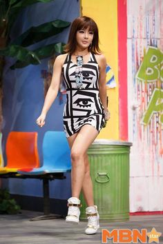 that dress! yes bom..just yes
