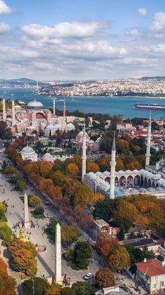 Yer / Türkiye / İstanbul Best Places To Travel, Cool Places To Visit, Places To Go, Istanbul City, Istanbul Travel, Beautiful Mosques, Beautiful Places, Hagia Sophia Istanbul, Turkish Architecture