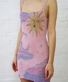 Morning Sunshine 🌞 where did she get the dress from? Fashion Week, Look Fashion, High Fashion, Fashion Beauty, Fashion Outfits, Womens Fashion, Fashion Design, Parisian Fashion, Retro Fashion