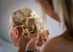 Bride's hair.   [wedding, bröllop, bröllopsfoto, håruppsättning