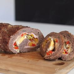 Meat Swiss Roll recipe use pork rinds instead of bread crumbs Meat Recipes, Cooking Recipes, Minced Meat Recipe, Meat Rolls, Good Food, Yummy Food, Portuguese Recipes, How To Cook Eggs, Beef Dishes