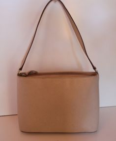 Classic nude shoulder bag to show off your simple and chic side.