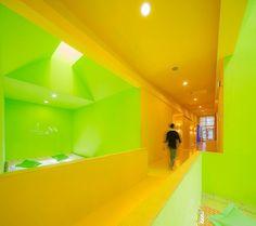 Knallige Farben fürs Student Activity Center in Bangkok