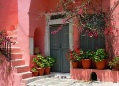 This color could only work in a sunny climate! Mexico!