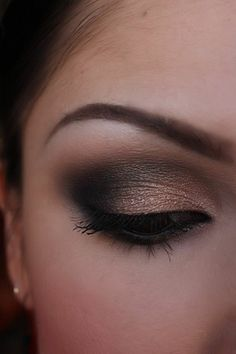 Nude smokey eye - Make-up Artist Me!: Black and Shimmery nude smokey eye, part 1 and 2 Sexy Eye Makeup, Smokey Eye Makeup, Love Makeup, Skin Makeup, Makeup Tips, Makeup Looks, Makeup Ideas, Pretty Makeup, Prom Makeup