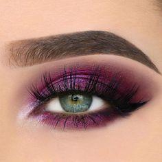 44 Amazing Eye Make Up Ideer for Valentinsdag som du kan prøve Grey Eye Makeup, Grey Eyeshadow, Colorful Eyeshadow, Eyeshadow Looks, Purple Makeup, Glitter Makeup, Makeup Goals, Beauty Makeup, 70s Makeup