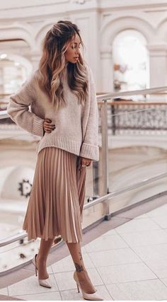 cheap midi length skirts pink pleated chiffon skirt long length metallic pleated skirt pink pleated midi skirt with sweater fashion spring style 32 Classy Pleated Dress Outfit Ideas For Fall And Winter Season Looks Style, Looks Cool, Mode Outfits, Fall Outfits, Outfit Winter, Skirt Outfits For Winter, Casual Winter, Winter Midi Skirt, Autumn Skirt Outfit