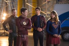Veja muitas fotos e cena inédita do crossover entre The Flash, Arrow, Supergirl e Legends of Tomorrow - Slideshow - AdoroCinema