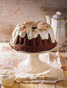 Dié staatmaker waarmee ek altyd my gaste beïndruk, is lekker klam en bly 'n paar dae vars. Bak dit in van 'n ringpan tot 'n broodpan, selfs in kolwyntjiepannetjies. Baking Recipes, Cake Recipes, Dessert Recipes, Desserts, Baking Ideas, Dump Truck Cakes, Cheesecake Cake, Something Sweet, Cakes And More