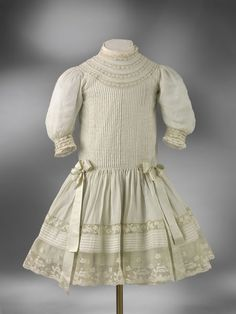 Boy's dress and underdress, lawn with satin ribbon and silk, probably France, ca. Vintage Outfits, Vintage Kids Clothes, Cool Kids Clothes, American Girl Outfits, Victorian Children's Clothing, Antique Clothing, 1800s Fashion, Edwardian Fashion, Couture Main